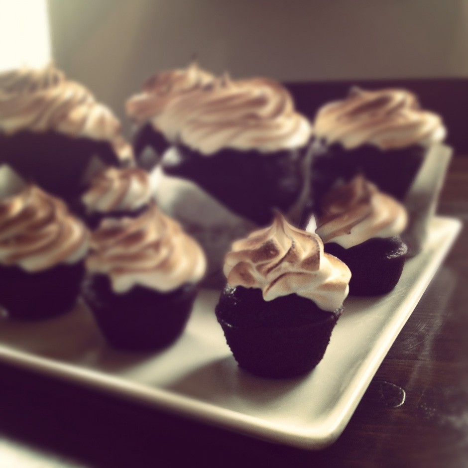 fred-chocolate-meringue-cupcakes-fredstyle-meredith-ann-brooks